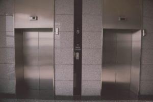 асансьорна поддръжка във входа